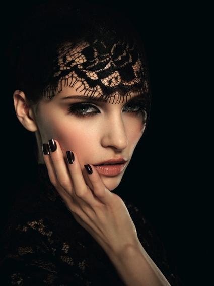 Maquillage en dentelle noire
